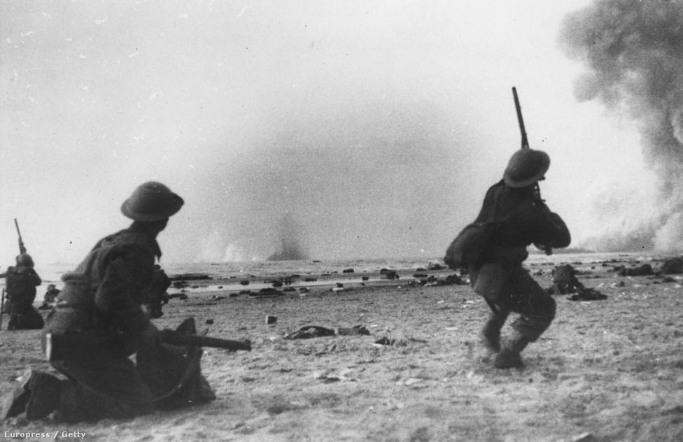 Az akár több napig is a parton lapuló bakák számára igazi pokol volt a várakozás: a robbanások, a homokfelhők, a német zuhanóbombázók sivítása (amit a Jerikó-trombitának nevezett futómű-kialakítás eredményezett) őrjítő lehetett. Sokan úgy vezették le a feszültséget, hogy puskával próbálták elkapni a Stukákat.