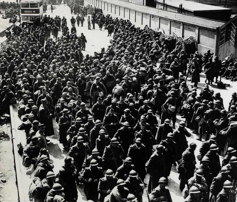 A több mint 100 ezer kimentett francia katona rövid pihenőt követően visszakerült hazájába, a legtöbben így még pont csatasorba tudtak állni ahhoz, hogy a végső német offenzívában életüket veszítsék, megsérüljenek, vagy hadifogságba essenek. Azaz pont azt szenvedjék el, mely elől Dunkirknél még úgy tűnt, sikerült megmenekülniük.