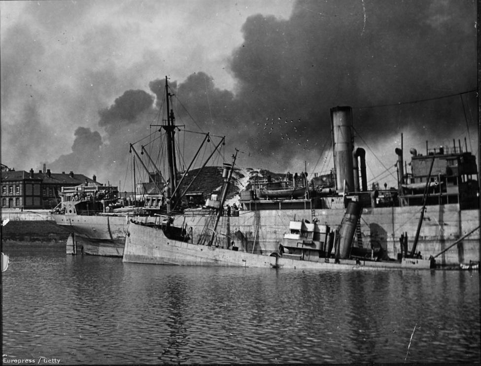 Az első torpedórombolók és aknaszedők a még a dokkokhoz futhattak be, de a Luftwaffe bombázói hamar tönkretették a kikötőt.
