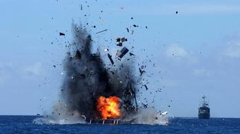 Anyacsavarokká robbantott egy hajót az indonéz haditengerészet