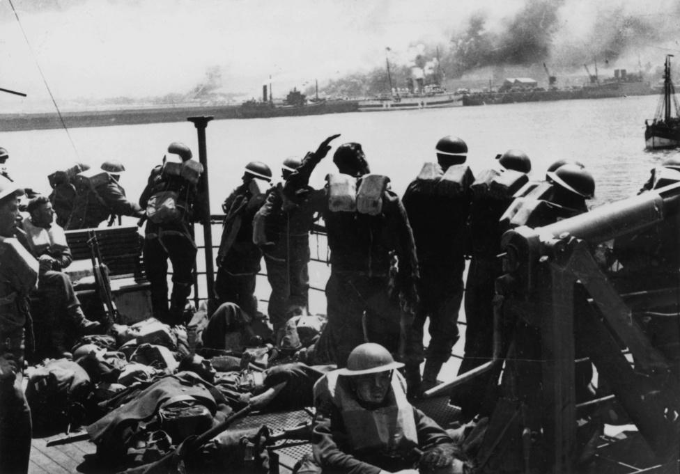"""""""Viszlát, Dunkirk!"""" - int az egyik katona a part felé. Biztos nem gondolta, hogy csaknem napra pontosan négy év kellett ahhoz, hogy újra egy brit hadsereg lépjen francia földre. Márpedig pontosan ez történt, de 1944-ben a D-nap a német várakozásokkal ellentétben nem Calais-Dunkirk térségében, hanem Normandiában ment végbe."""