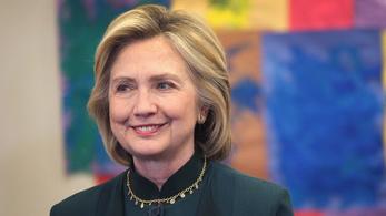 Közzétették Hillary Clinton 296 e-mailjét