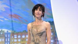 Sophie Marceau hálós dekoltázsával búcsúzunk Cannes-tól