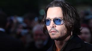 Johnny Depp 10 év börtönt kaphat két túlbuzgó kutyakozmetikus miatt