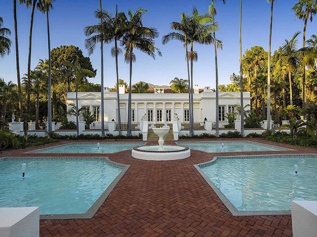 Ami tavaly még 35 millió dollárért volt meghirdetve, idén pedig már 17.800.000 millió dollárért is elvihető a Tony Montana-féle kastély, amiben többek között az 1983-as gengszterfilm híres esküvői jelenete is forgott Michelle Pfeifferrel és Al Pacinóval.