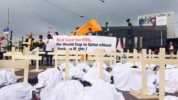 Meghökkentő tüntetés a FIFA-kongresszus előtt