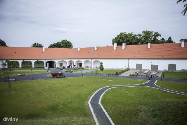 Az egykori major, ma cukrászda és kiállítótér