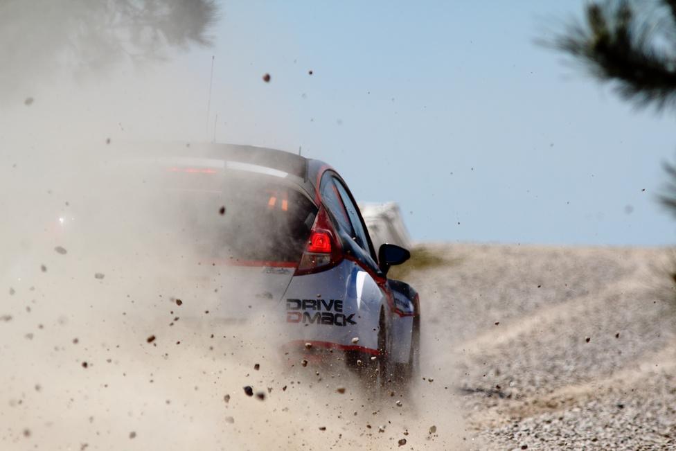 A homokos-földes murvától kezdve az egészen apró kavicsos úton át az aszfaltig szinte minden elképzelhető talajtípust érintettek a verseny szakaszai.