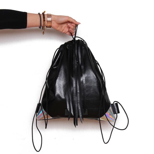 Zoe Phobic műbőr táskáit párezer forintért megkaphatja. Ez például 6 ezer.