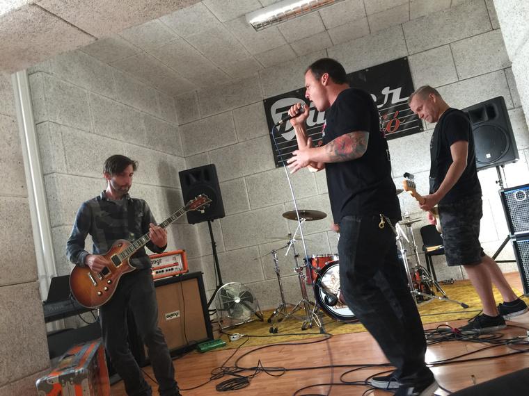 Keményen dolgozó punkrockerek