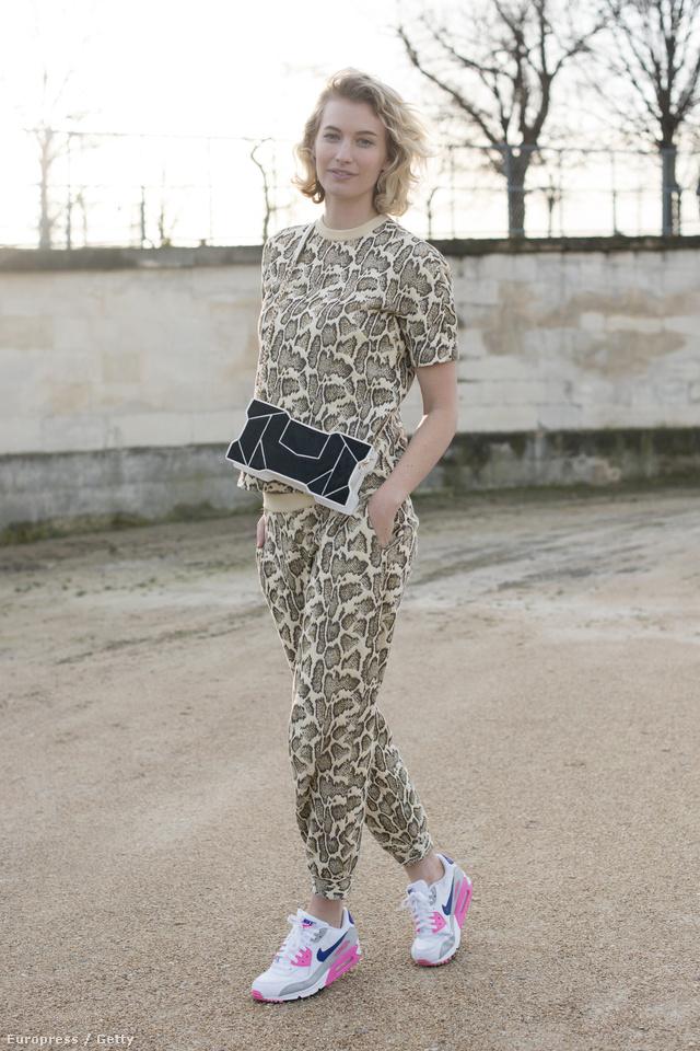 A divatbloggerként és fotósként ismert Zanita Morgan egy Stella McCartney ruhával és egy Octa táskával tette elegánssá Nike edzőcipőjét.
