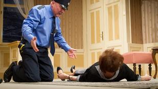 Félbeszakadt a fecsegő hölgy nyomozása a Játékszínben