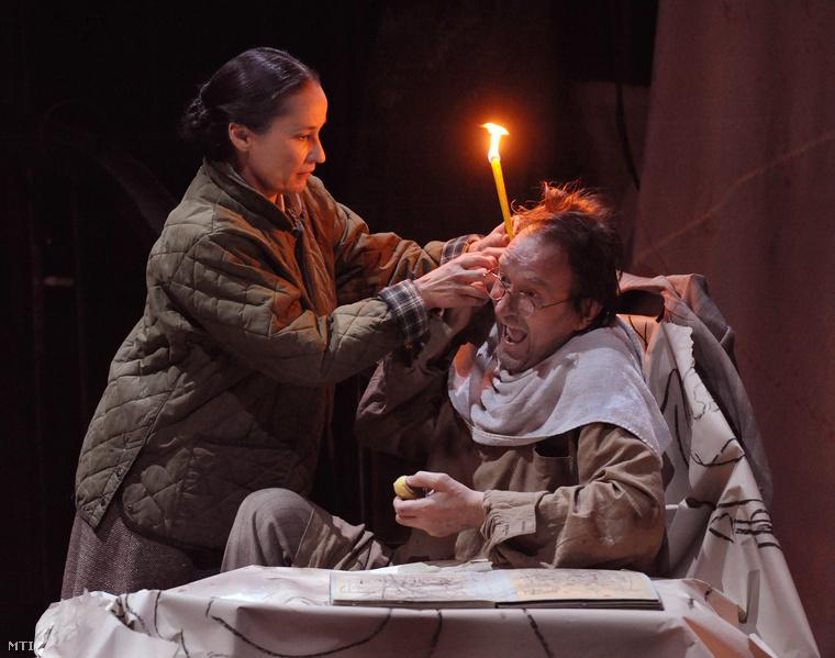 Ráckevei Anna és Cserhalmi György a Mesés férfiak szárnyakkal című színművének próbáján 2010. november 24-én a debreceni Csokonai Színházban. A darabot november 26-án mutatták be Vidnyánszky Attila rendezésében.