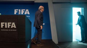 Blatter jól időzített, a nagy botrányt megúszta