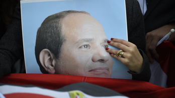 Magyarországra jön Egyiptom puccsista vezetője, díszdoktort csinálunk belőle
