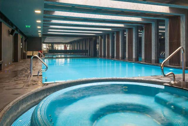 Bliss & Body fitnesz és wellness központ: 1,5 méter mély medence