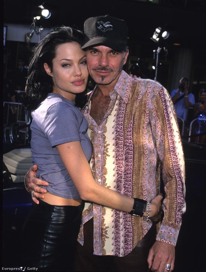 Élete nagy fordulópontját is Lara Croft szerepének köszönheti. A filmet ugyanis részben Kambodzsában forgatták, Jolie itt köteleződött el végleg a humanitárius ügyek mellet, és itt határozta el, hogy örökbe fogad egy gyereket. Így érkezett hozzá első örökbefogadott fia Kambodzsából Maddox, - akinek a neve még hivatalosan Maddox Jolie Thorton volt, hiszen Jolie akkor Billy Bob Thorton színész felesége volt. Jolie egy hatalmas Billy Bob tetoválást is viselt a karján, amit aztán jó nehéz volt eltávolítani. Jolie három évig volt Thorton felesége, az örökbefogadás után nem sokkal szakítottak, a színész állítólag egyáltalán nem akart gyereket. A szakítás után Jolie a gyerkeiben keresett vigaszt, Maddox után egy etióp kislányt, Zaharát is örökbe fogadott, miközben a jobb filmszerepek kissé háttérbe szorultak.