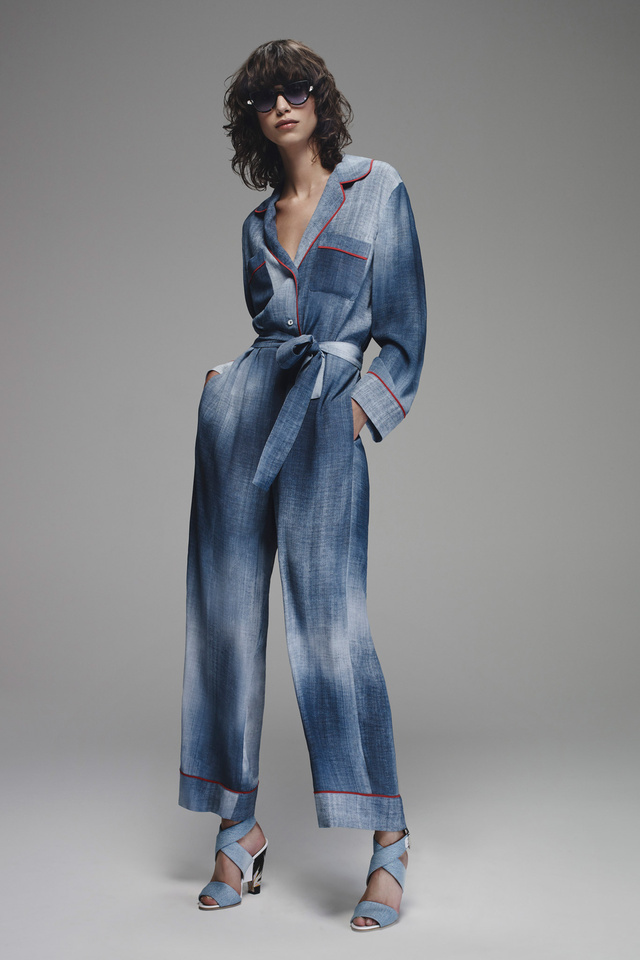 Pizsamára emlékeztető kezeslábas a Fenditől.