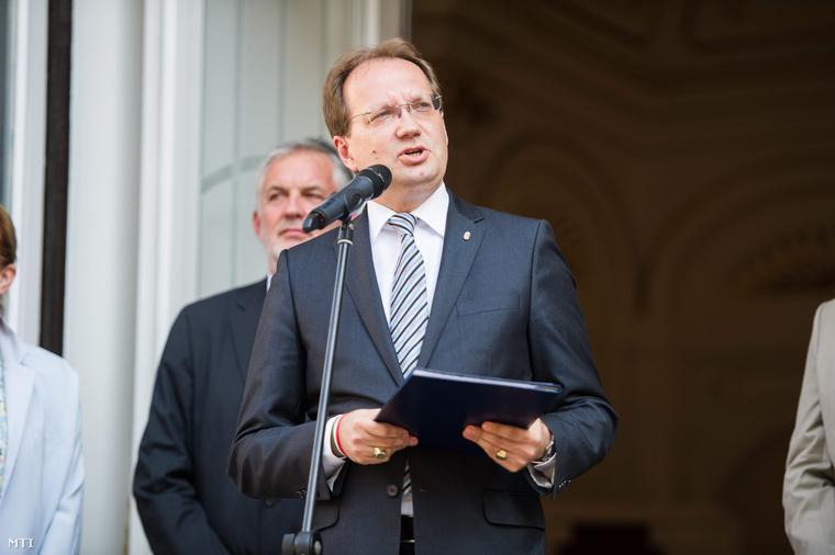 Hoppál Péter kultúráért felelős államtitkár beszédet mond a 15. Pécsi Országos Színházi Találkozó (POSZT) megnyitóján.
