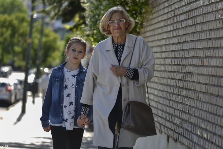 Manuela Carmena és unokája Madridban