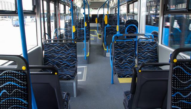 Negyed négyzetméterenyi terület jut egy utasra és minden szerencsés ülő utas 20 milliméter vastag párnázaton ülhet