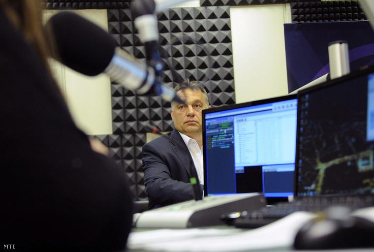 Orbán Viktor a Magyar Rádió stúdiójában 2015. június 5-én.