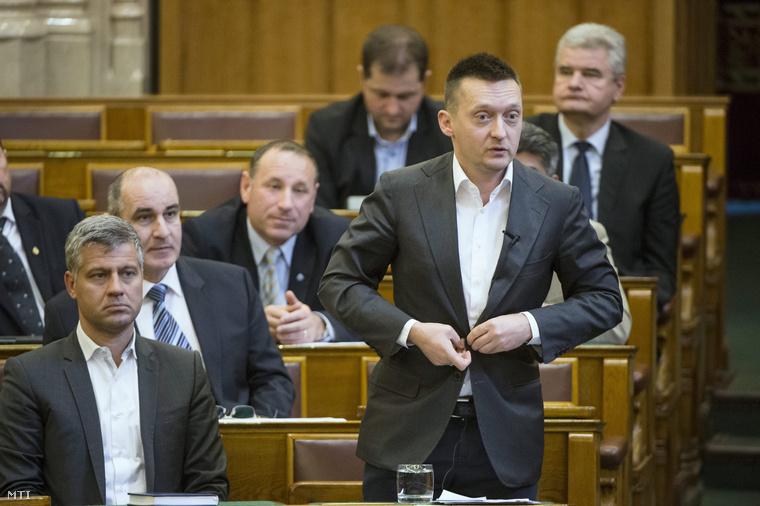 Roggán Antal a parlamentben (2015.)