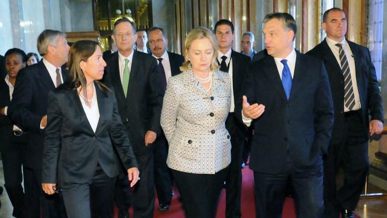 Horror lenne Orbánéknak Clinton elnöksége