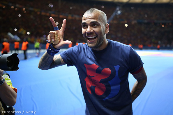 Dani Alves Berlinben, a BL-győzelem után