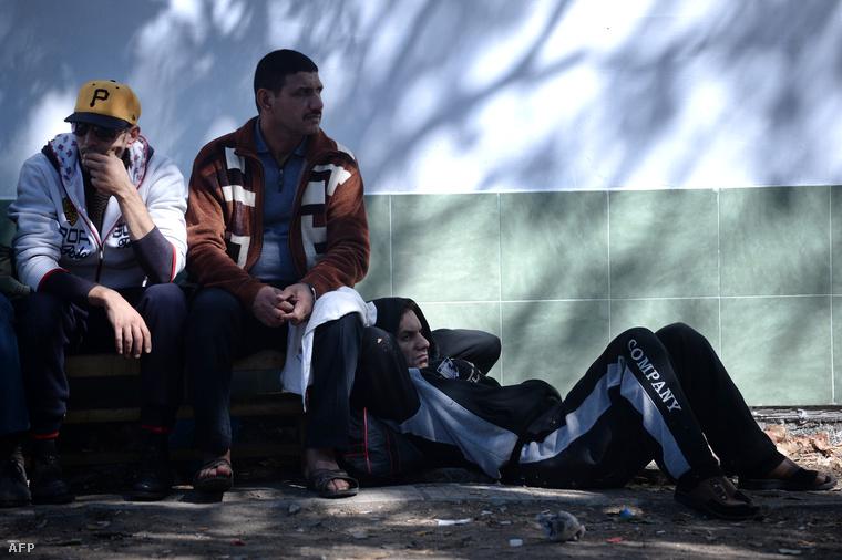 Szíriai menekültek az Elhovo közelében felállított menekülttáborban, Bulgáriában, 2013. szeptember 17-én