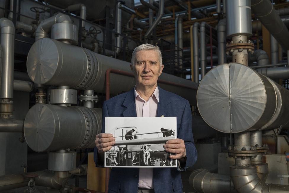 Tamás János 46 éve dolgozik Algyőn, utoljára gáztechnológiai szakértőként. Amikor '69-ben bekerült a céghez, arra gondolt, milyen jó lenne a nyugdíjig itt maradni. A vágya pedig beteljesült.