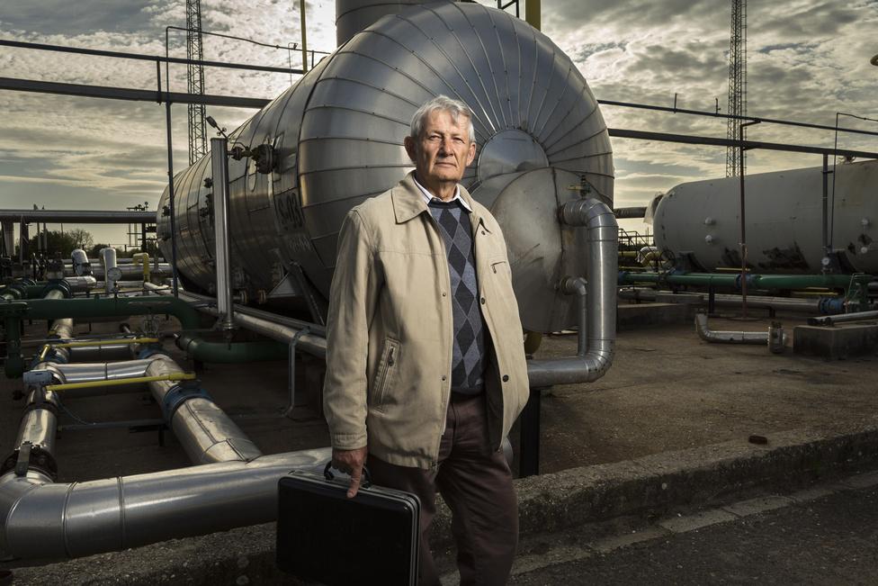 Oláh Ernő 32 évet dolgozott a cégnél, legutóbb üzemfenntartó munkatársként. Állítása szerint minden egyes nap veszélyérzettel lépett munkába.