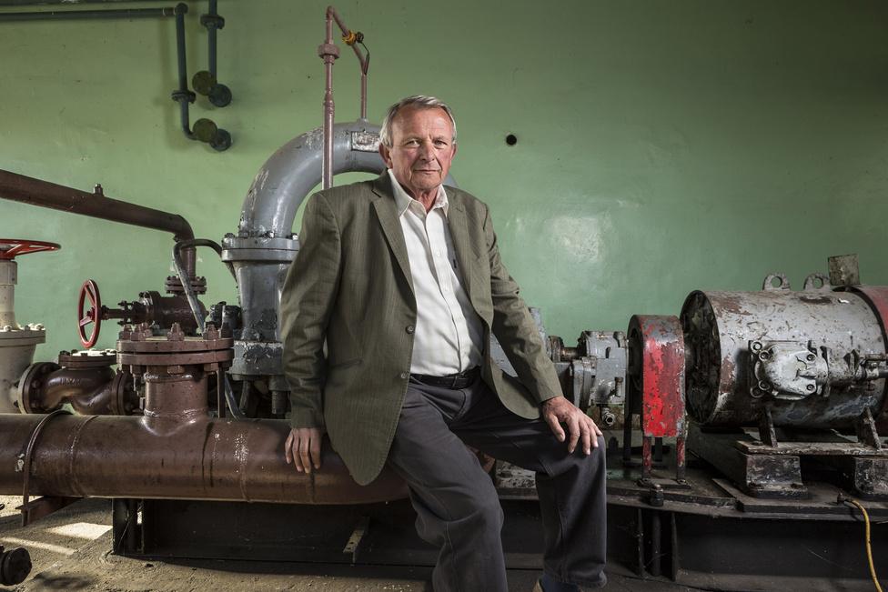 Gál László 40 évet dolgozott az olajiparban, legutóbb művezetőként. Azt mondja, Algyőn is az automatizálás tette szükségtelenné a személyes felügyelet.
