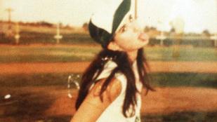Sosem látott családi képek kerültek elő Demi Moore-ról
