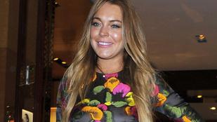 Pörköltszaft, vagy mellbimbó látszik Lindsay Lohan ruháján?