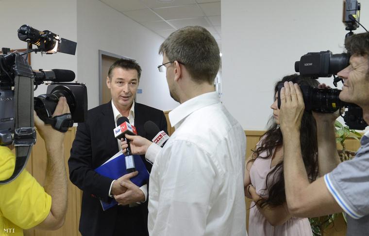 Gömöri Zsolt a Magyar Paralimpiai Bizottság (MPB) elnöke nyilatkozik a sajtónak az MPB ülése után a Magyar Sport Házában 2015. június 4-én.