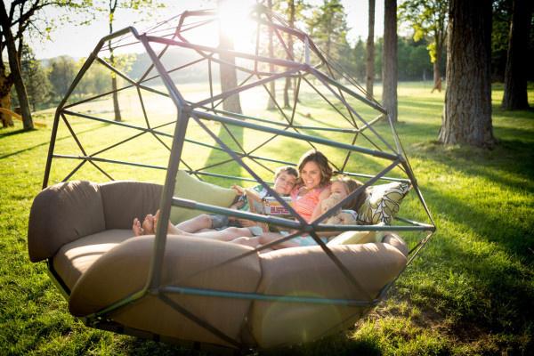 Hintaágy családi összejövetelekre, pihenésre.