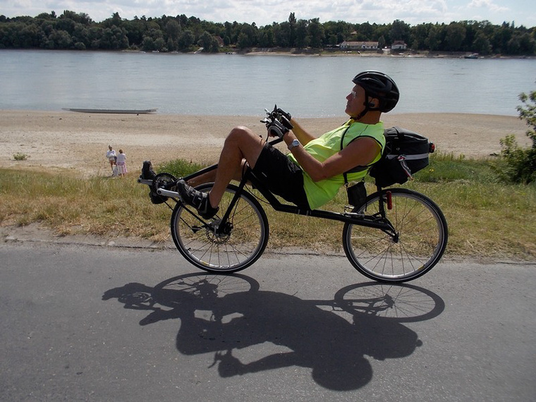 """Lengőorrú Lompi Bike kisipari """"Vastevém"""": egy donorbringa alkatrészeivel verhetetlen az ár-érték aránya"""