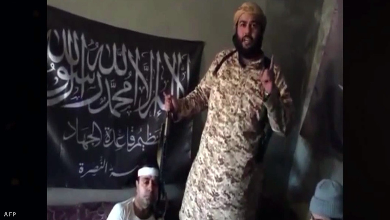 Az an-Núszra egyik vezetőjének videoüzenete, miután foglyul ejtették egy szíriai katonai helikopter legénységét 2015. márciusában