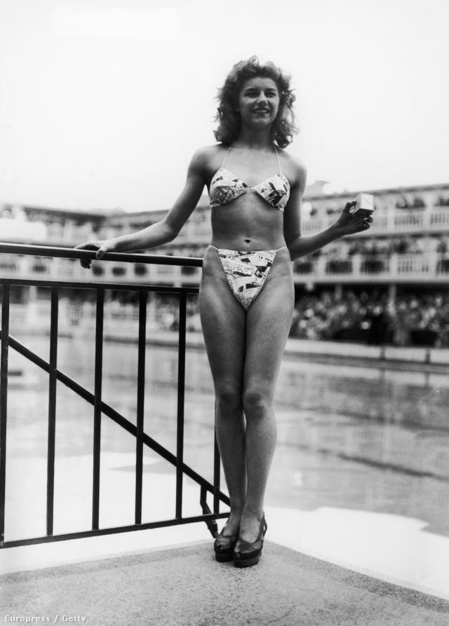 1946. július 5-e, bemutatják az első bikinit. A tervező a francia Louis Reard volt, a modell pedig az akkor 19 éves Micheline Bernardini. Hogy mit keres a kezében az a kis doboz? Azt mutatja, hogy abba bizony belefér az a bikini, amit visel. Egyébként nemcsak a ruhadarab lett nagy sláger: maga Bernardini 50 ezer rajongói levelet kapott.