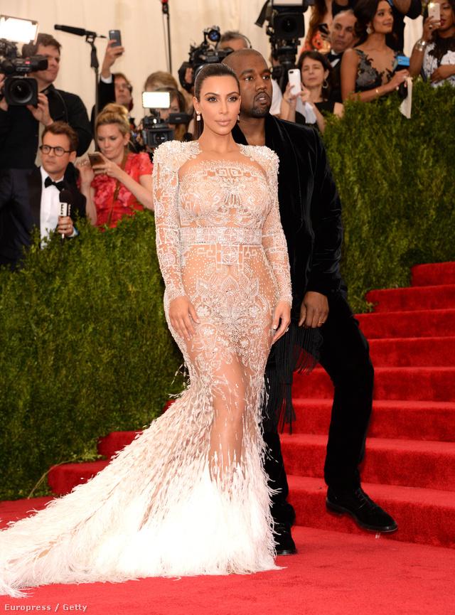 Kim Kardashian West és Kanye West az idei MET gálán.