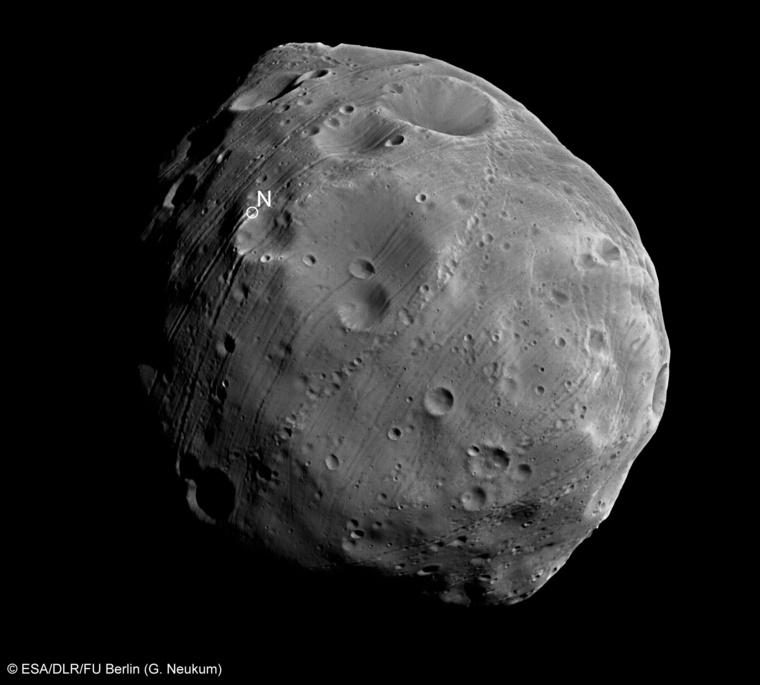 Az Európai Űrügynökség (ESA) felvétele a Phobosról, a Mars egyik holdjáról (a Deimos a másik)