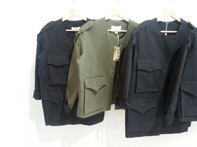 A khaki kiskabát 70 ezer forint helyett most 21 ezer, a fekete 20.