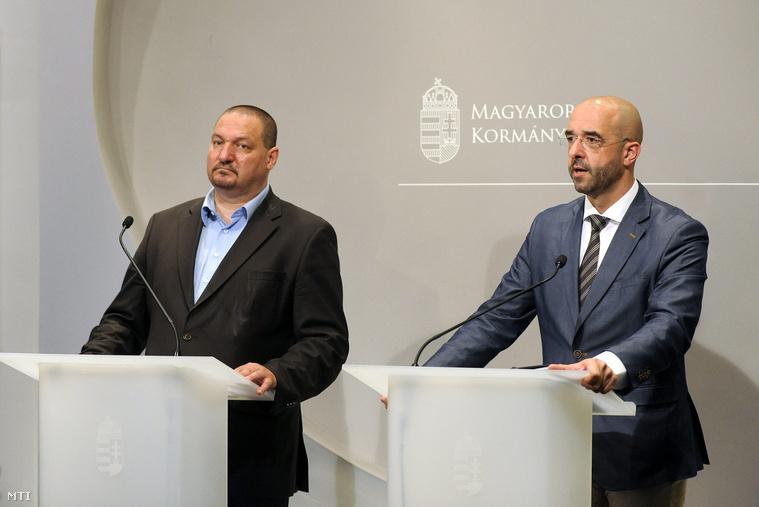 Németh Szilárd a Fidesz országgyűlési képviselője és Kovács Zoltán kormányszóvivő sajtótájékoztatót tart a rezsicsökkentésről a Miniszterelnökség épületében 2015. június 15-én.