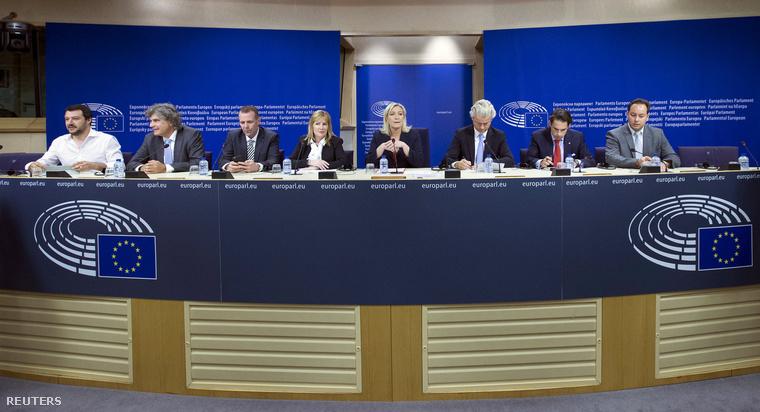 Matteo Salvini, Marcel de Graaff, Harald Vilimsky, Janice Atkinson, Marine Le pen, Geert Wilders, Tom Van Grrieken és Ludovic De Danne