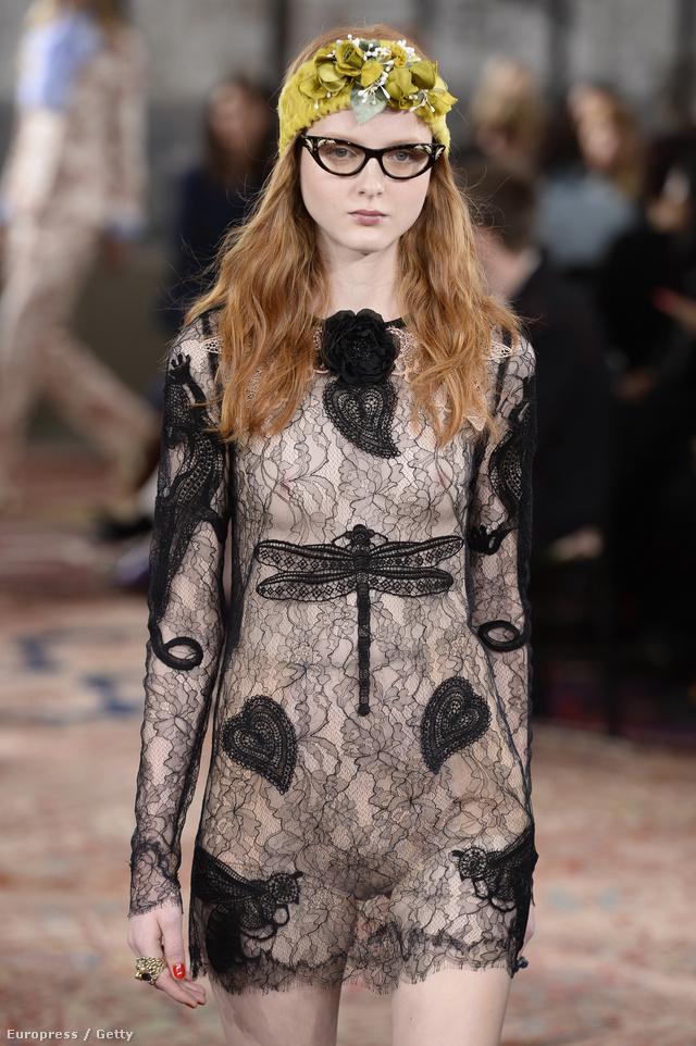 Vajon melyik híresség villant majd bimbót ebben a szitakötős Gucci ruhában?
