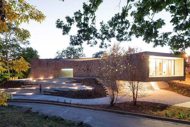 Az architecturaldigest.com egyik nagy kedvence a michigani Kalamazoo College legújabb öko-tudatos központja, az Arcus Center for Social Justice Leadership, ami átütő szakmai sikereket ért el az őszi átadása óta.