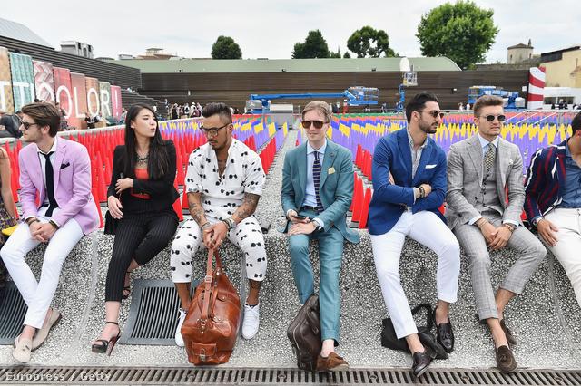A kötelező csoportkép: nem múlik el Pitti Uomo hasonló fotó nélkül. A másik must have, amikor csak a cipők látszódnak.
