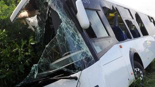 23 ember sérült meg egy baranyai buszbalesetben