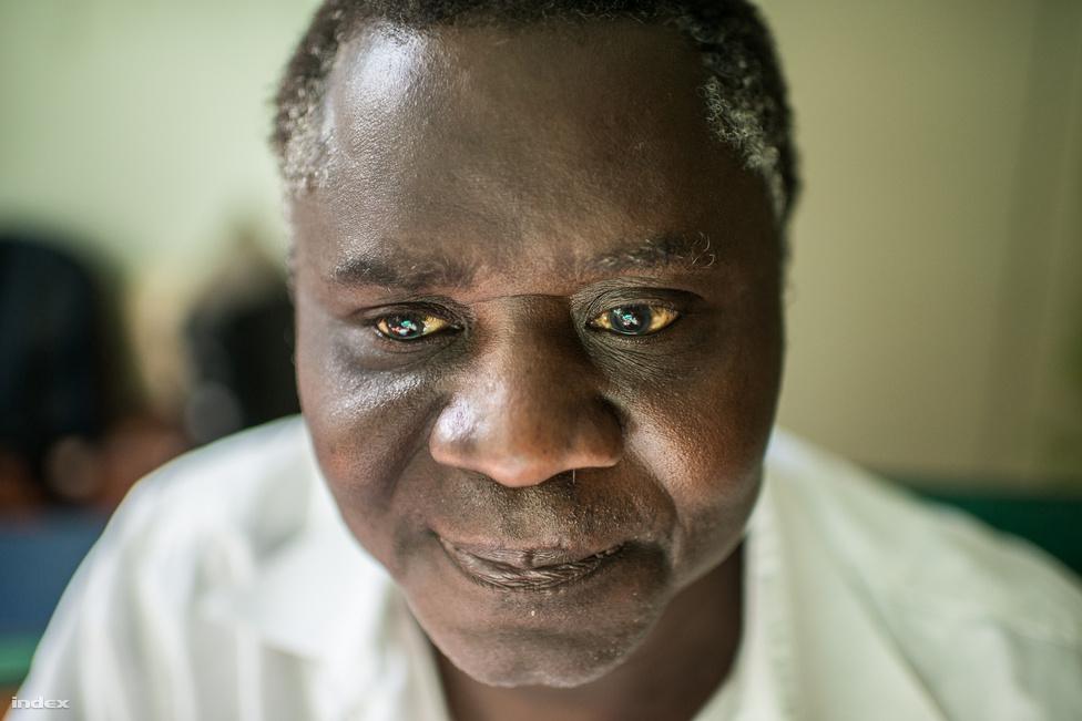 """Szülei már nem élnek, de két testvére még ott van Bissau-Guineában. Húsz éve nem volt otthon, többek között azért is, mert sokba került. """"De most kiizzadom, fél évre el fogok menni februárban vagy márciusban."""" Az idei szabadnapjai elmentek a filmforgatásra."""
